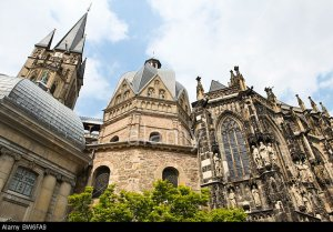 BW6FA9 Aachen Cathedral, http://c8.alamy.com/comp